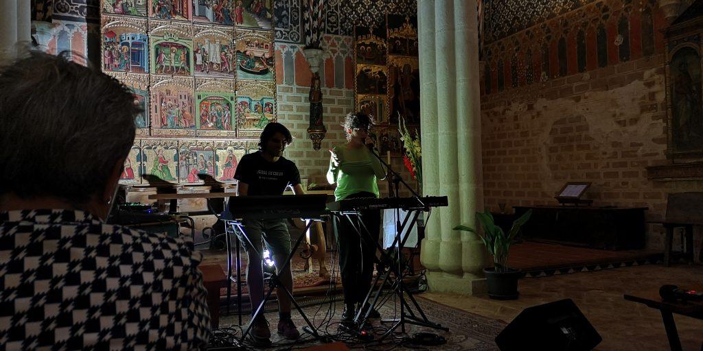 Coco e Iván en acción en la Iglesia San Félix con el mejor mudéjar aragonés