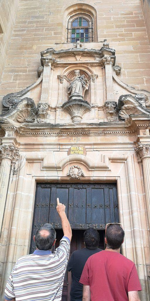 Visitando la iglesia de Desojo con Victoriano